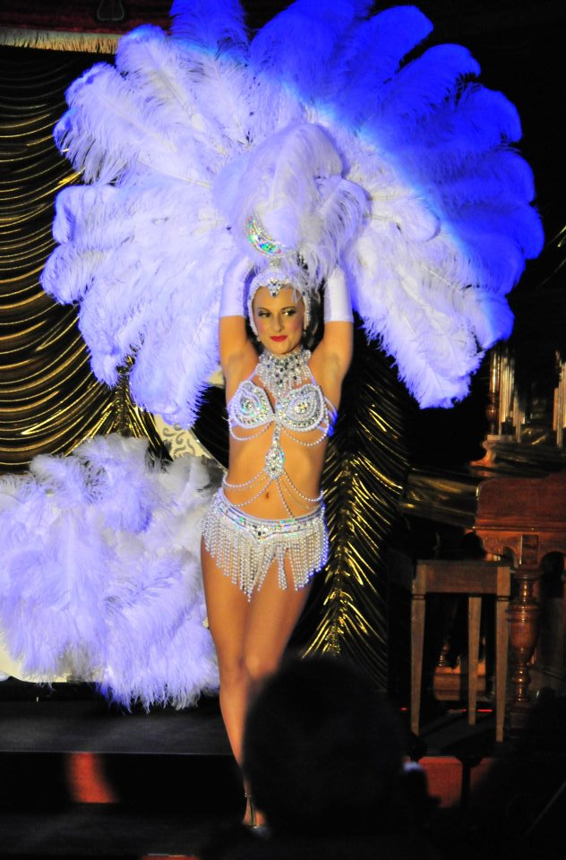 Flavella L'Amour Miss Burlesque South Australia. Feather Fan Dancer